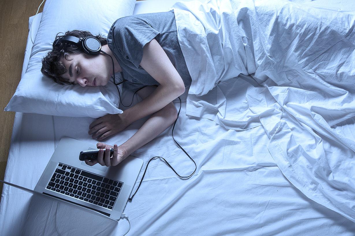 SLEEP/WAKE CYCLE AND EVIL IPHONES